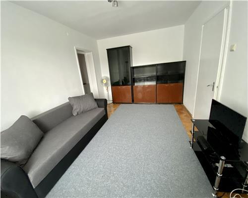 Apartament cu 3 camere, Zona Medicina, semidecomandat
