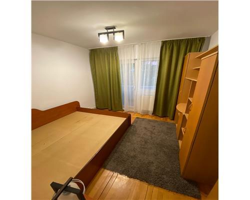 Apartament cu 4 camere, zona Lipovei, decomandat