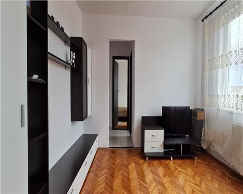 Apartament central cu 3 camere, langa UVT