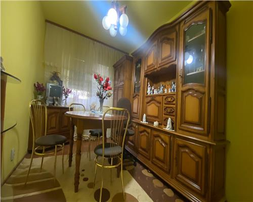 Apartamnet 3 camere , zona Dacia