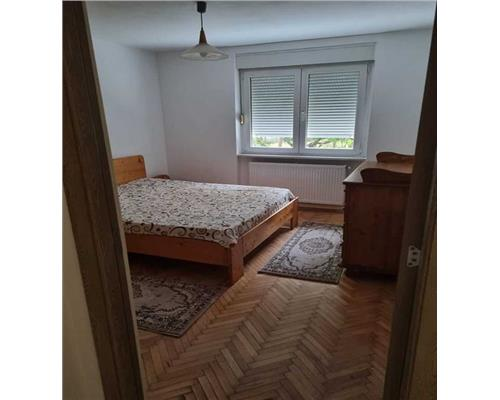 Apartament cu 2 camere, zona Medicina, semidecomandat