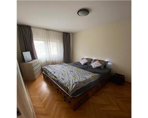 Apartament cu 2 camere, zona Complex Studentesc, semidecomandat