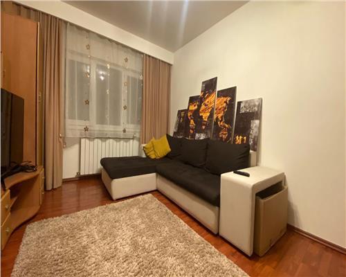 Apartament cu 3 camere, zona Spitalul Judetean